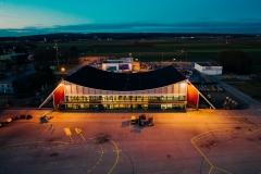 Terminal und Vorfeld 1 bei Nacht