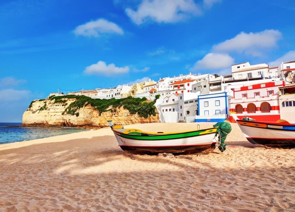 Fischer Boot am Strand von Portugal