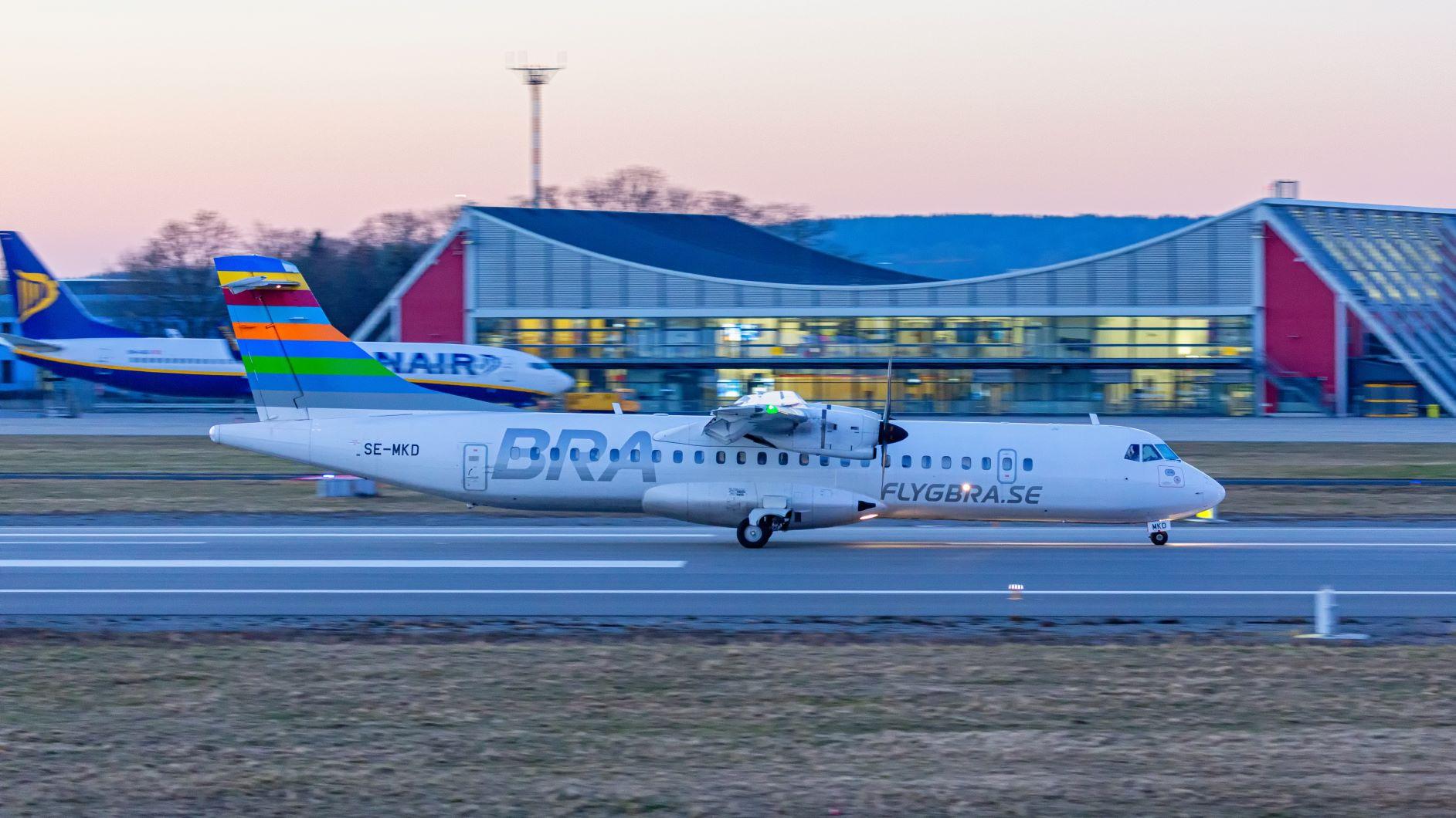 Landung der Maschine aus Schweden am Flughafen Memmingen