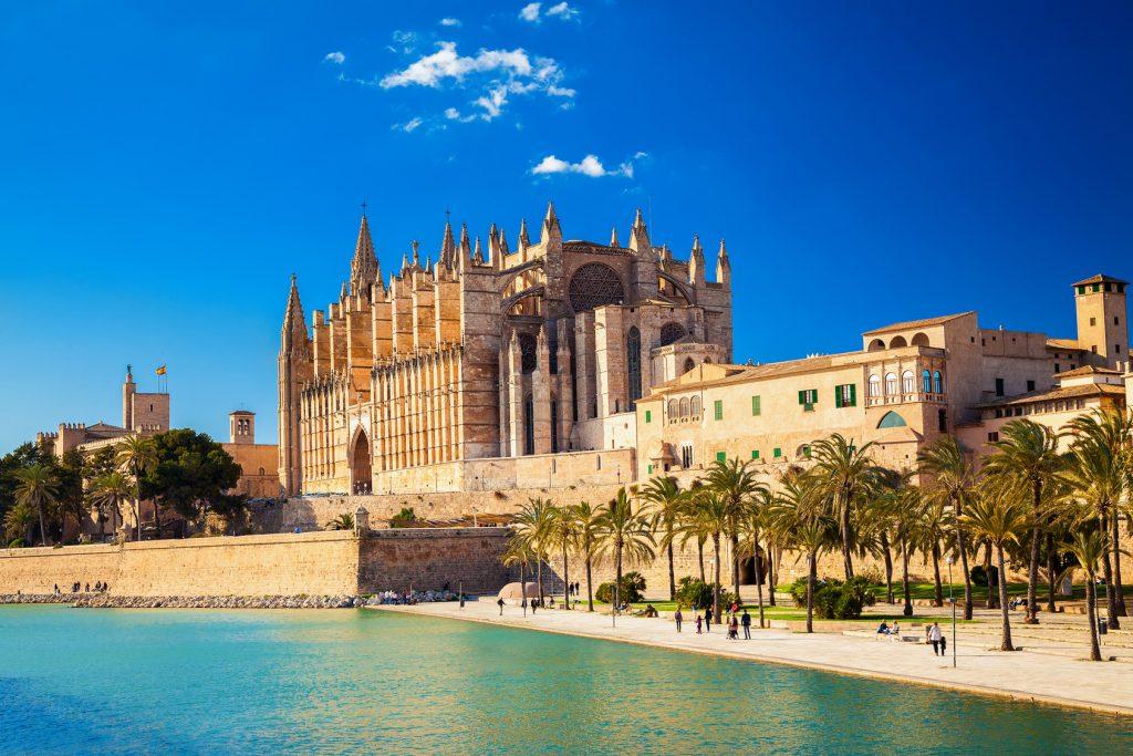 Kathedrale von Mallorca bei schönem Wetter